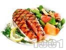 Рецепта Печени котлети от риба сьомга, маринована в сос от бяло вино, лимон, соев сос и грейпфрут на скара